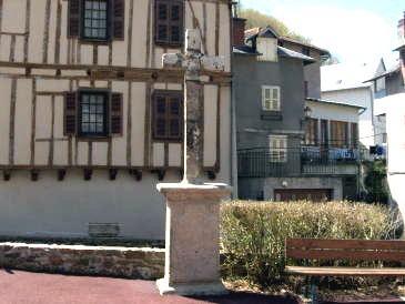 Maison du cardinal sudre laguenne en corr ze limousin for Fenetre a cardinal